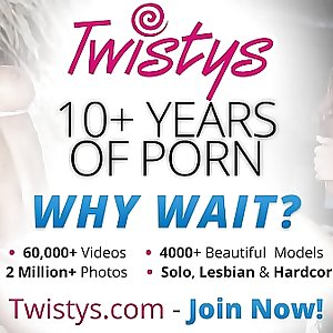 Twistys - Charles DeraLexi Swallow starring at Natural Neckin