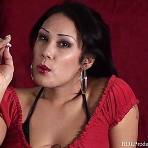 Jiji Vu - Smoking Fetish at Dragginladies