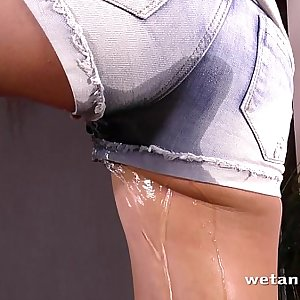 Piss spraying honey drenches herself in golden shower