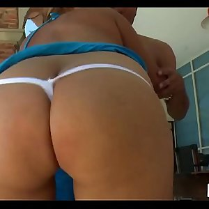 Hottie knows that shes got a big booty and shakes it during fucking