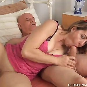 Sexy MILF loves to suck and fuck