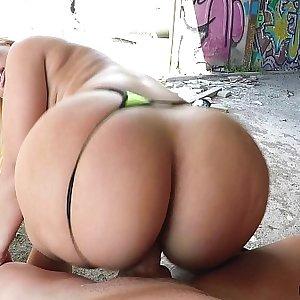 Thick Babe Fucked in abandoned Warehouse