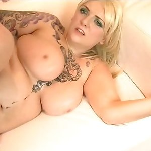 Alt Punk Busty British BBW Salome Sin