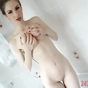 Shower Quickie video of a Sexy Cam model