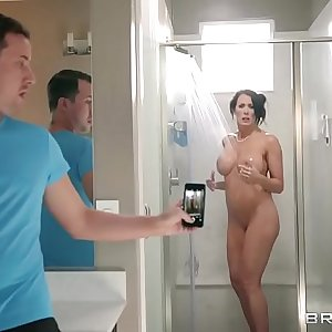 Brazzers - Step son catches (Reagan Foxx) in the shower