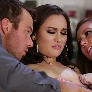 Sister-in-law teaching how to squirt - Maddy OReilly, Gabi Paltrova, Chad White