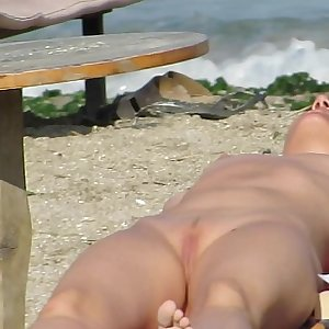 Mature Naturist Amateurs Beach Voyeur - MILF Close-Up Pussy