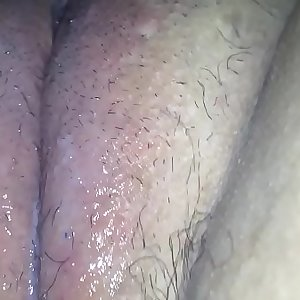 Fucking my pussy with a hairbrush
