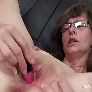 Mature nympho pleasing herself with toys