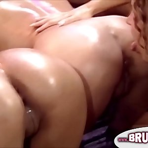 Pussy eating retro lesbos