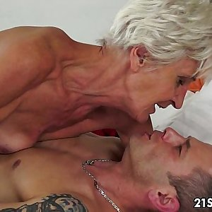 Gorgeous GILF Aliz have a blast with a big young cock