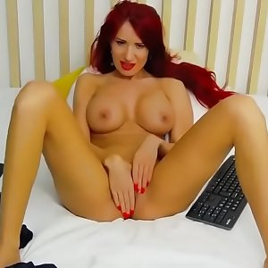 Redhead berrenicexx Fingers Her Snatch on sugarbabies.me